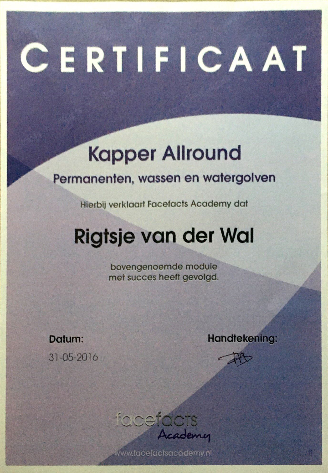 Kapper Allround Permanenten, wassen en watergolven