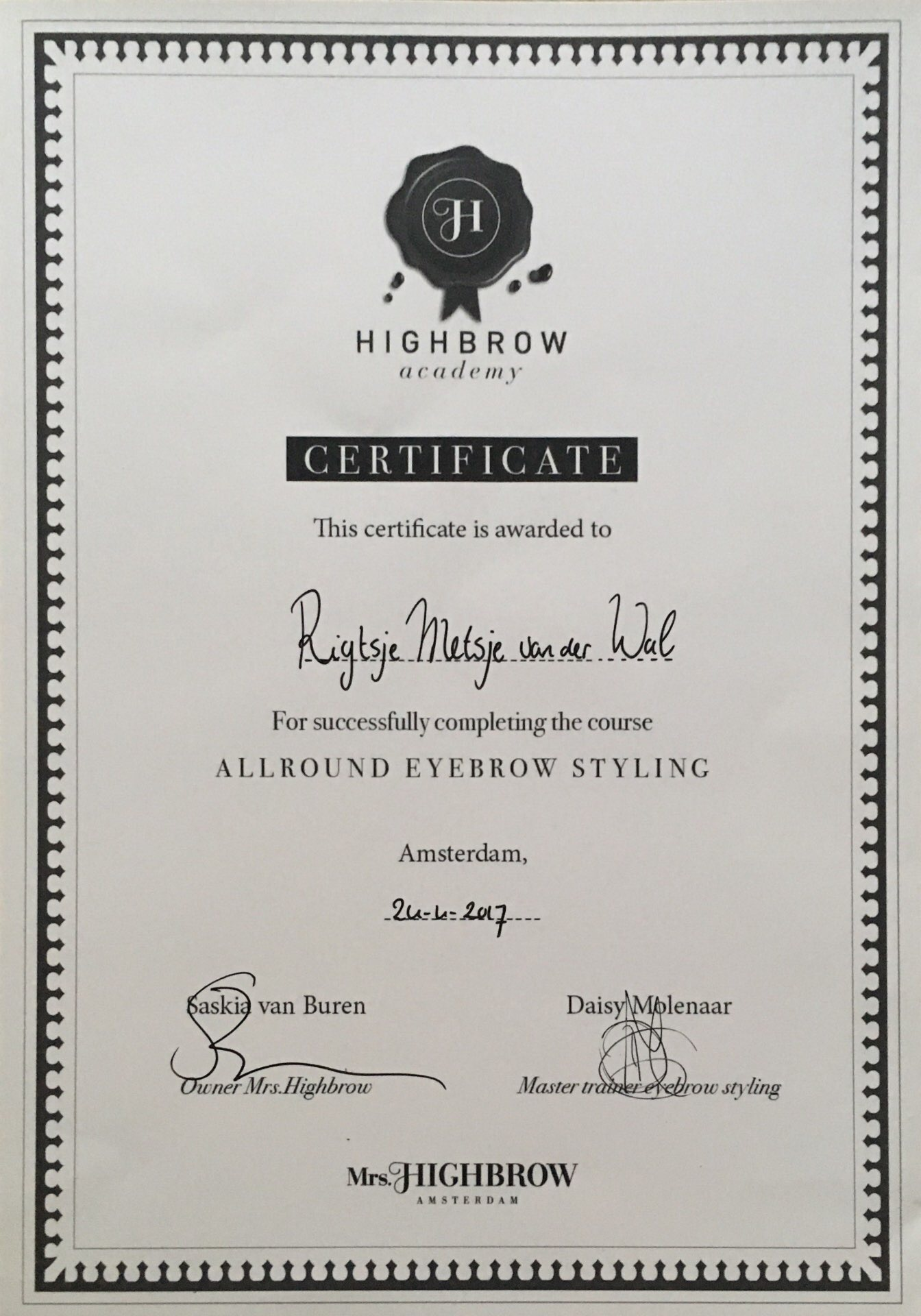 Mrs. Highbrow - Allround eyebrow styling